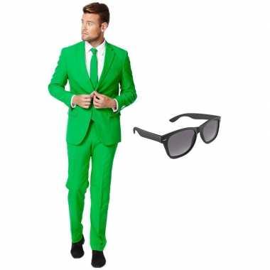 Groen heren kostuum maat 54 (xxl) gratis zonnebril