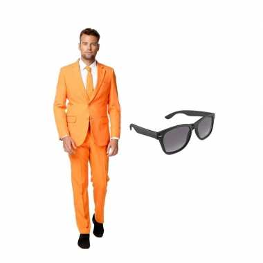Oranje heren kostuum maat 48 (m) gratis zonnebril