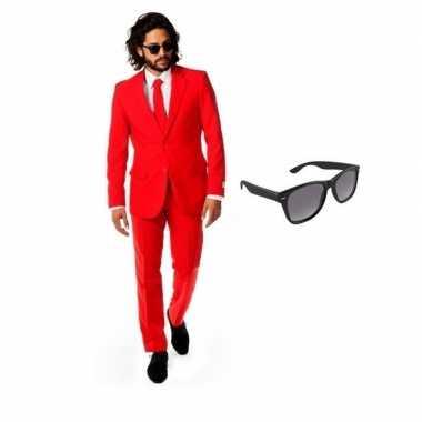 Rood heren kostuum maat 50 (l) gratis zonnebril