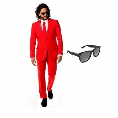 Rood heren kostuum maat 56 (3xl) gratis zonnebril