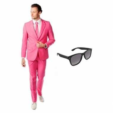 Roze heren kostuum maat 50 (l) gratis zonnebril