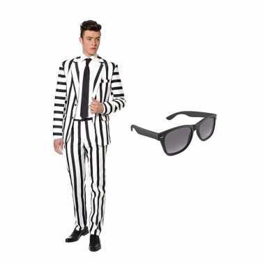 Zwart/wit gestreept kostuum maat 50 (l) gratis zonnebril